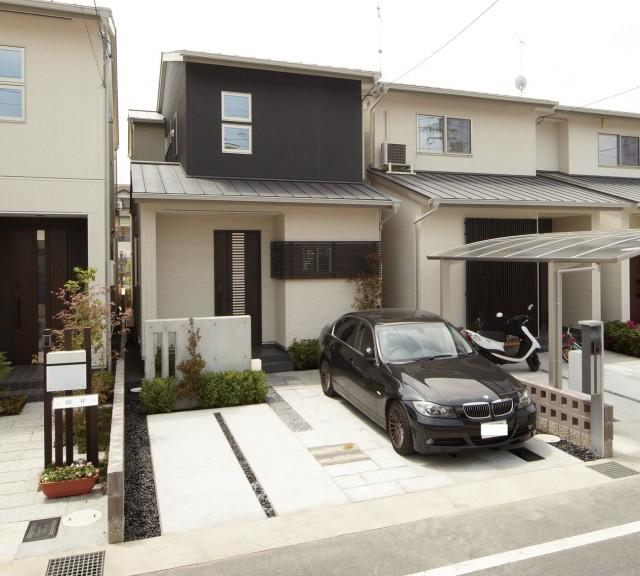 黒と白を基調としたモダンな邸宅